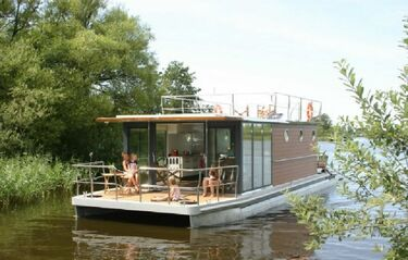 Woonboot in Friesland